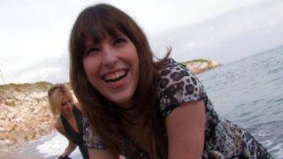 amatrice toute contente de se fair enculer en bord de mer