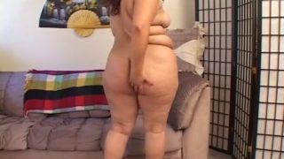 baiser le fion d'une grosse brunette