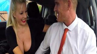 sexe avec le moniteur d'auto ecole