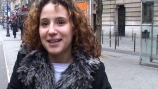 jeune arabe niquée sur paris dans une cage a escaliers