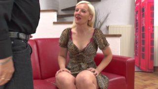 jolie blonde venue de Lille tourner un premier film x