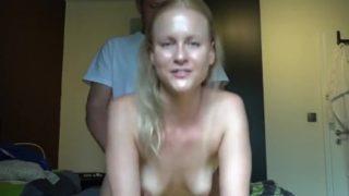 sodomiser sa petite amie face à sa camera