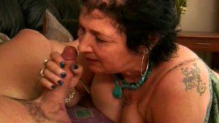video d'une vieille suceuse chinoise de 74 ans